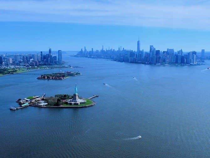 ニューヨーク ヘリコプター ツアー - 自由の女神とダウンタウン
