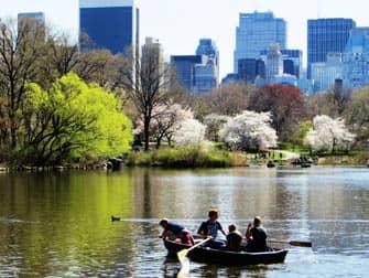 ニューヨーク 公園 セントラルパーク で ボート遊び
