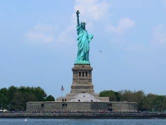 ニューヨーク 割引パス 比較 - 自由の女神
