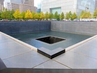 ニューヨーク-1日-市内観光-日本語ガイド-付き-911メモリアル