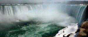 日本語ガイド付き ニューヨーク発 ナイアガラの滝 飛行機利用日帰りツアー