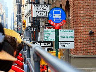 ニューヨーク ホップオンホップオフバス - バス停