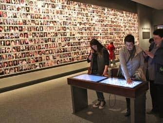 ニューヨーク 9/11博物館 - メモリアルウォール