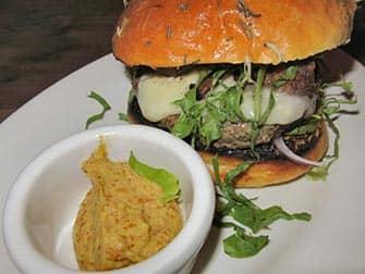 ニューヨークでいちばん美味しいバーガー マイアリーノのバーガー