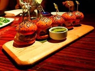 ニューヨークでいちばん美味しいバーガー STK バーガー