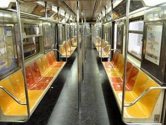ニューヨーク 地下鉄内部