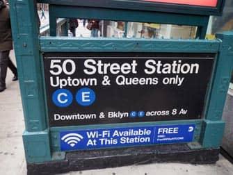 ニューヨーク 地下鉄駅の入口