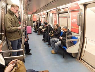 ニューヨーク PATH トレイン 車両 内部