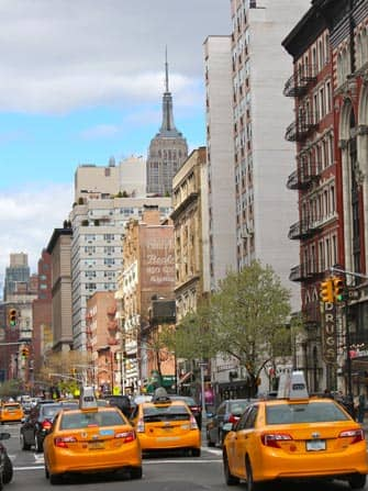 ラッシュアワーのタクシー ニューヨーク