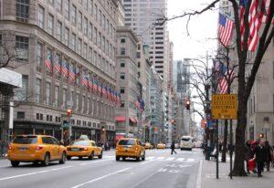 ニューヨーク 5番街でのショッピ...