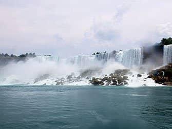 ニューヨーク発ナイアガラの滝バス日帰り - 霧の乙女号からの眺め